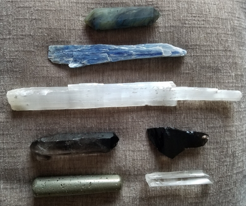 Cleansing-Auras-with-Crystals